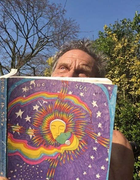 Gregory Sams sungazing behind his copy of BOTS 2017