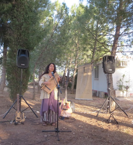 06-23-19-Spain-Albacete-concert at Maria Teresa's-ABL singing w harp