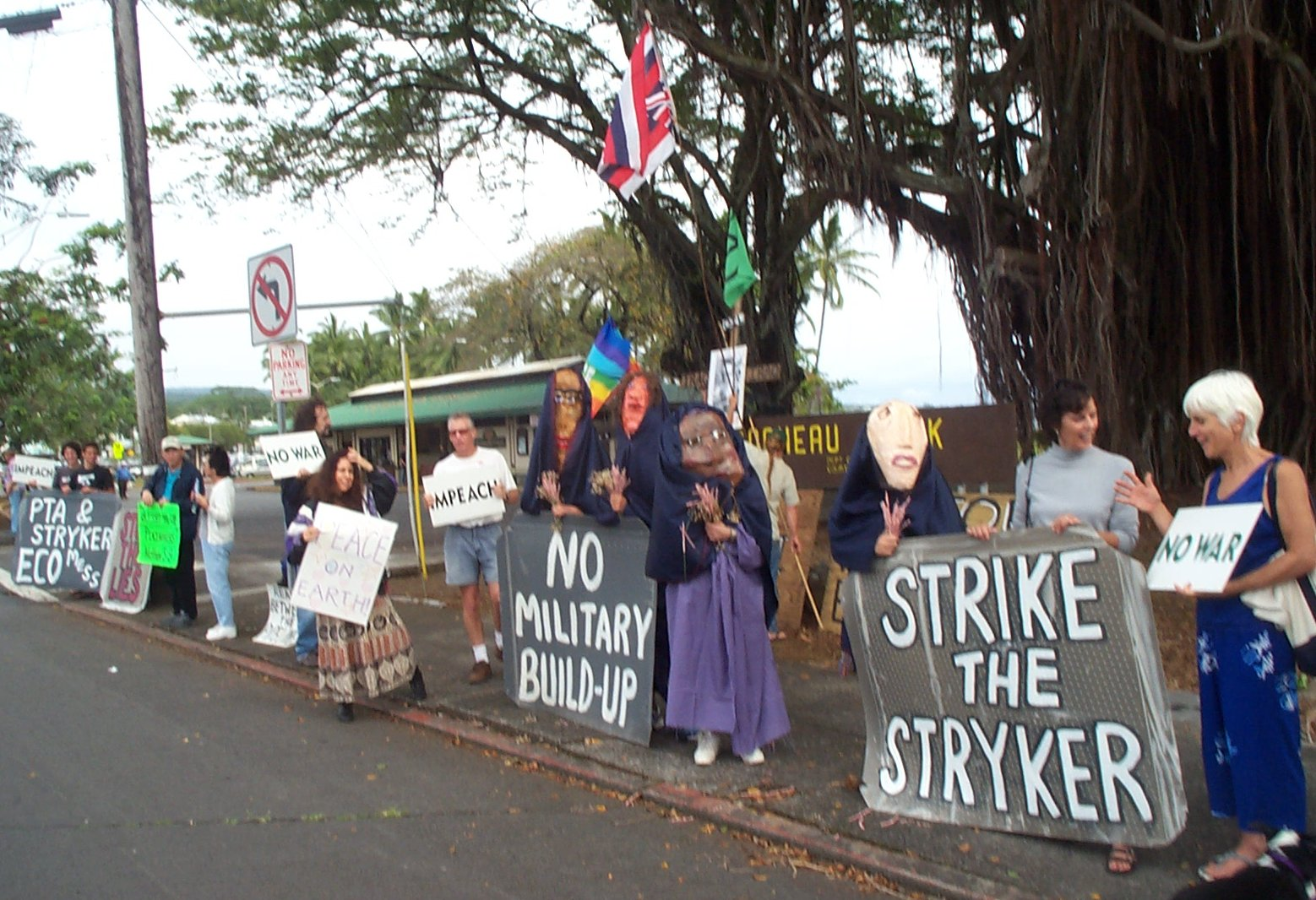 03-20-04-HI-Hilo-Peace demo-part of line w puppets